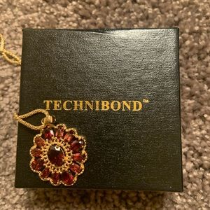 Beautiful genuine garnet Technibond Necklace NWOT